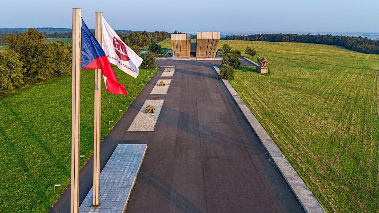 památník 2. světové války Hrabyně (Zdroj: fotoarchiv Slezské zemské muzeum)